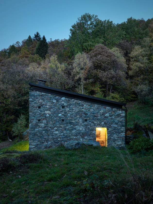stone-cabin-in-northern-italy-alfredo-vanotti-13.jpg