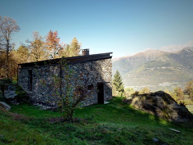 stone-cabin-in-northern-italy-alfredo-vanotti-14.jpg
