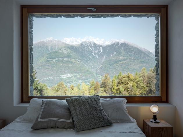 stone-cabin-in-northern-italy-alfredo-vanotti-19.jpg