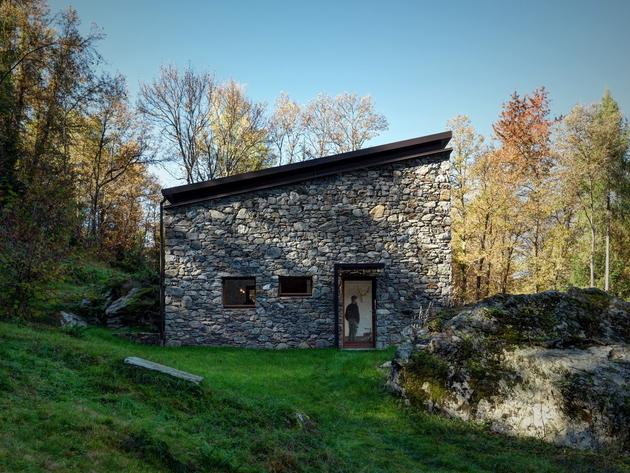stone-cabin-in-northern-italy-alfredo-vanotti-6.jpg