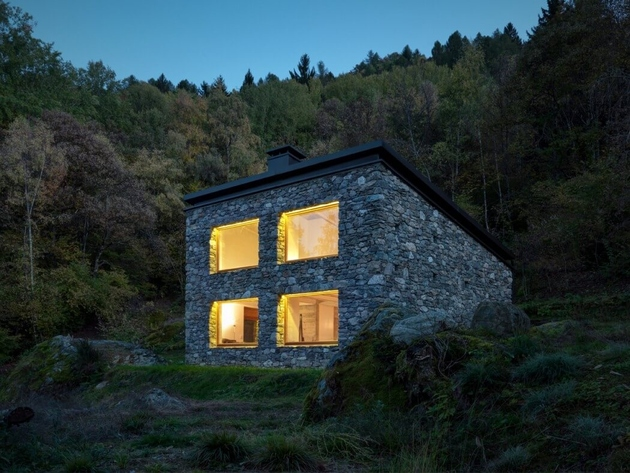 stone-cabin-in-northern-italy-alfredo-vanotti-7a.jpg