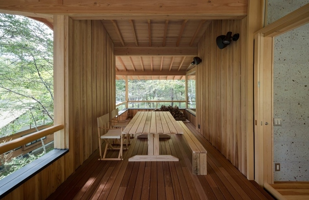 10-concrete-plinths-elevate-woodland-house-bridge.jpg