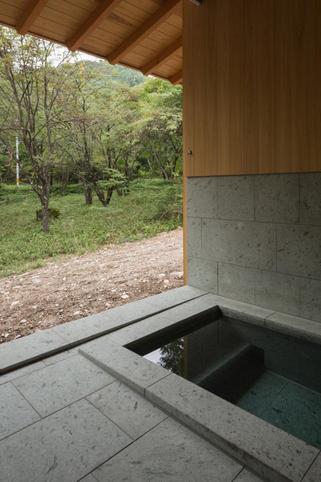 15-concrete-plinths-elevate-woodland-house-bridge.jpg