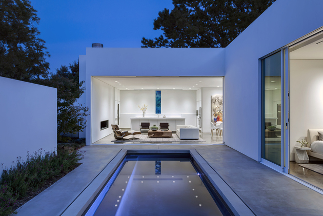 4-contemporary-home-opens-up-poolside-courtyard.jpg