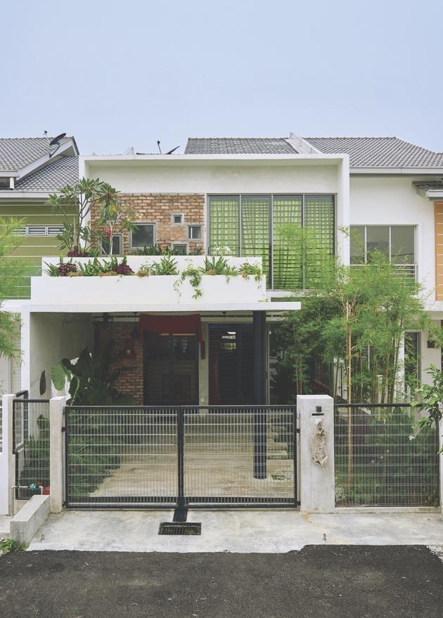 5-trees-shrubs-faux-courtyard-inside-house.jpg