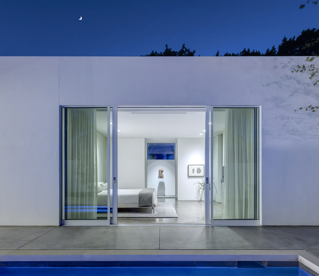 6-contemporary-home-opens-up-poolside-courtyard.jpg