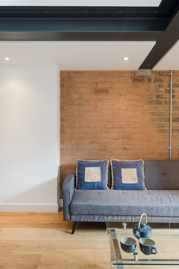 8-dilapidated-coach-house-reinvented-home-loft.jpg