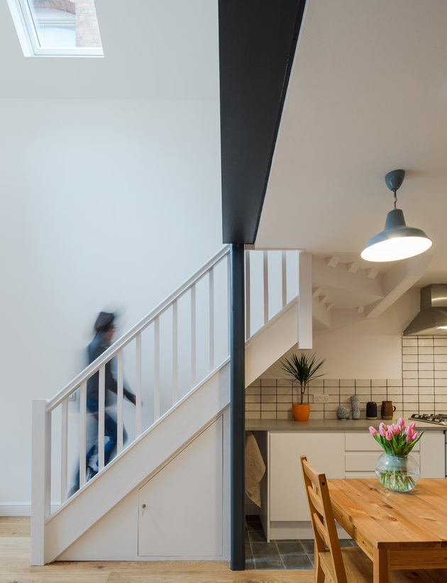 9-dilapidated-coach-house-reinvented-home-loft.jpg