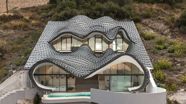 cliff house in spain 2 thumb 630xauto 64940 Cliff House in Spain: Part Gaudi, Part Hobbit, All Masterpiece