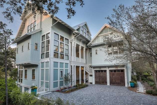 house on dandelion drive has interesting quirks 1 thumb 630xauto 65889 Built for Kids: Florida Luxury Home Has 9 Bedrooms, 11 Bathrooms, Plus 10 Extra Bunk Beds