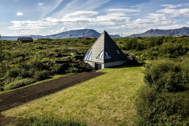 pyramid-house-in-iceland-1b.jpg