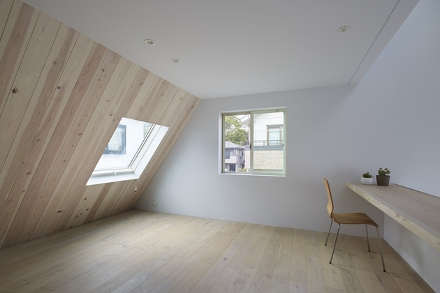 10-a-frame-roofline-contains-indoor-outdoor-areas .jpg