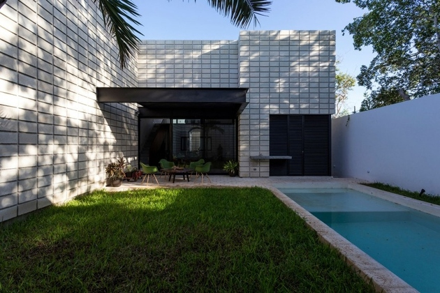 10-c-shaped-concrete-block-home-swimming-pool-courtyard.jpg