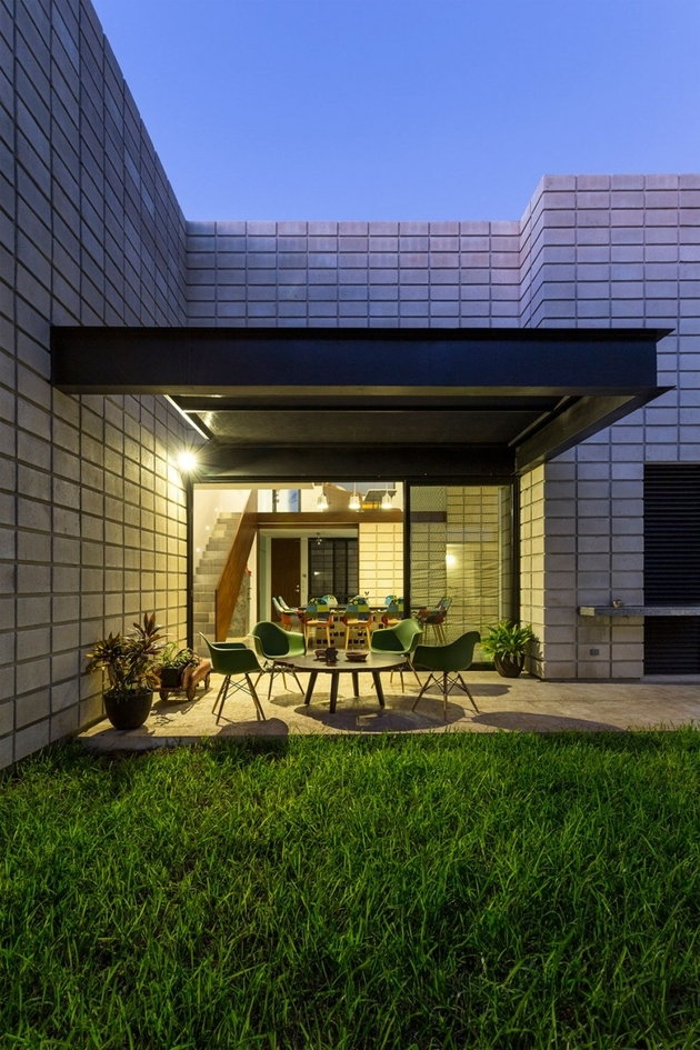 11-c-shaped-concrete-block-home-swimming-pool-courtyard.jpg