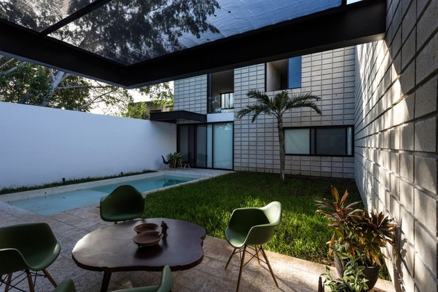 12-c-shaped-concrete-block-home-swimming-pool-courtyard.jpg