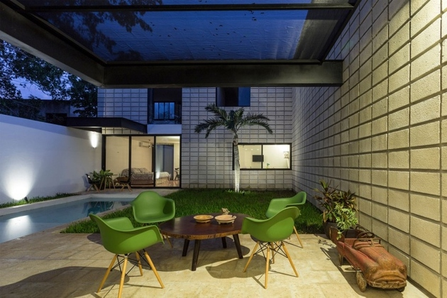 13-c-shaped-concrete-block-home-swimming-pool-courtyard.jpg
