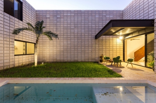 16-c-shaped-concrete-block-home-swimming-pool-courtyard.jpg
