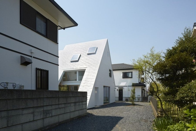 2 a frame roofline contains indoor outdoor areas%20 thumb 630xauto 66583 This Japanese Version of an A Frame Houses Both Indoor and Outdoor Areas