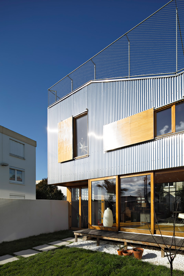 20-corrugated-aluminium-facade-1930s-home-extension.jpg