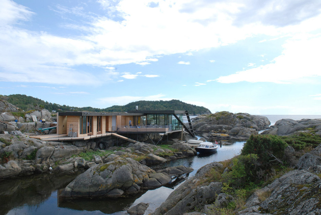 3-boat-access-only-75sqm-summer-cabin-straddles-boulders.jpg