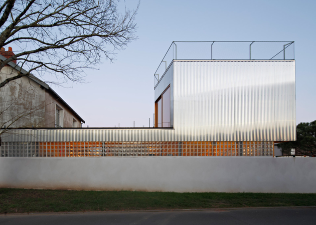 3-corrugated-aluminium-facade-1930s-home-extension.jpg