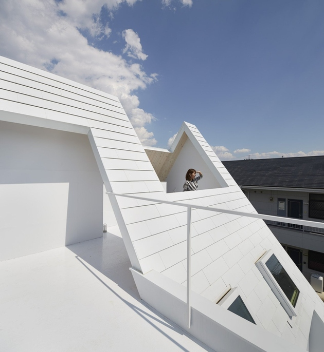 4-a-frame-roofline-contains-indoor-outdoor-areas .jpg