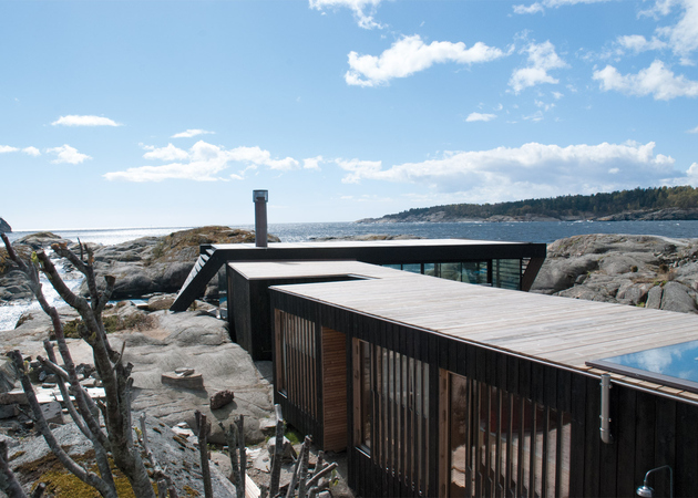 4-boat-access-only-75sqm-summer-cabin-straddles-boulders.jpg