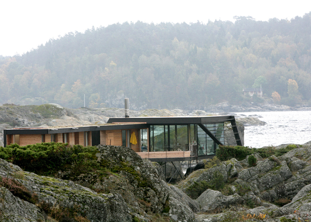 5-boat-access-only-75sqm-summer-cabin-straddles-boulders.jpg