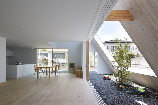 7-a-frame-roofline-contains-indoor-outdoor-areas .jpg