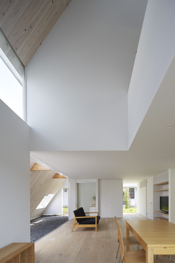 9-a-frame-roofline-contains-indoor-outdoor-areas .jpg
