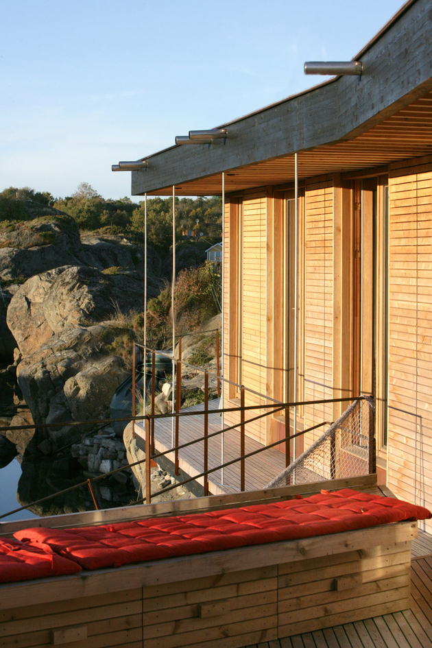 9-boat-access-only-75sqm-summer-cabin-straddles-boulders.jpg