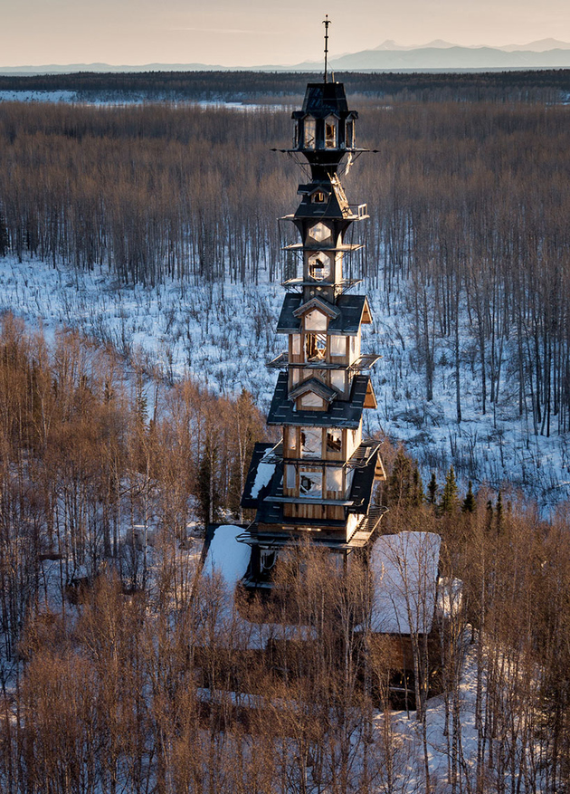alaska log cabin tower house 1 thumb autox877 66670 This Alaskan Log Cabin Tower House Looks Like a Dr. Suess Movie Set