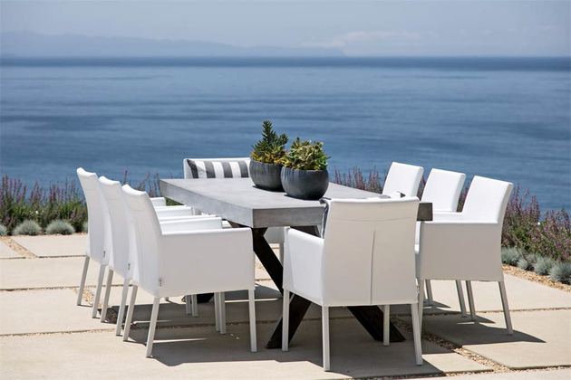 dining-terrace-overlooking-ocean.jpg