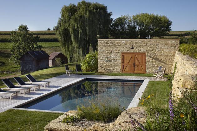 pool-wall-at-thistle-hill.jpg