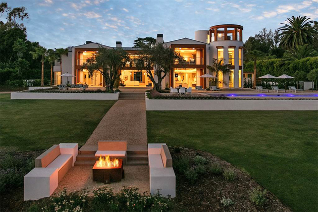 stunning warm tones on the exterior thumb 630xauto 66893 For $35 Million You Can Have a House with Salt Water Aquariums in the Wall