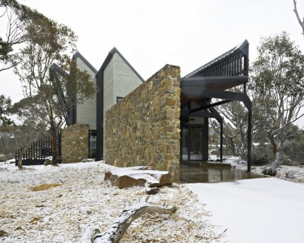 australian-house-with-slanted-walls-9.jpg