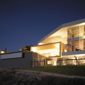Riverfront House in Australia with Wrap-Around Roof