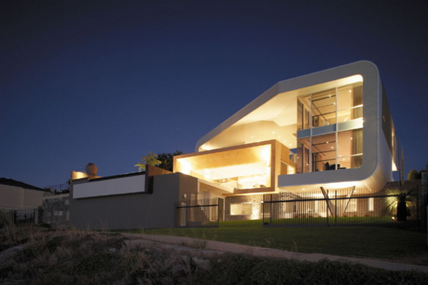 b hive house 1 Riverfront House in Australia with Wrap Around Roof