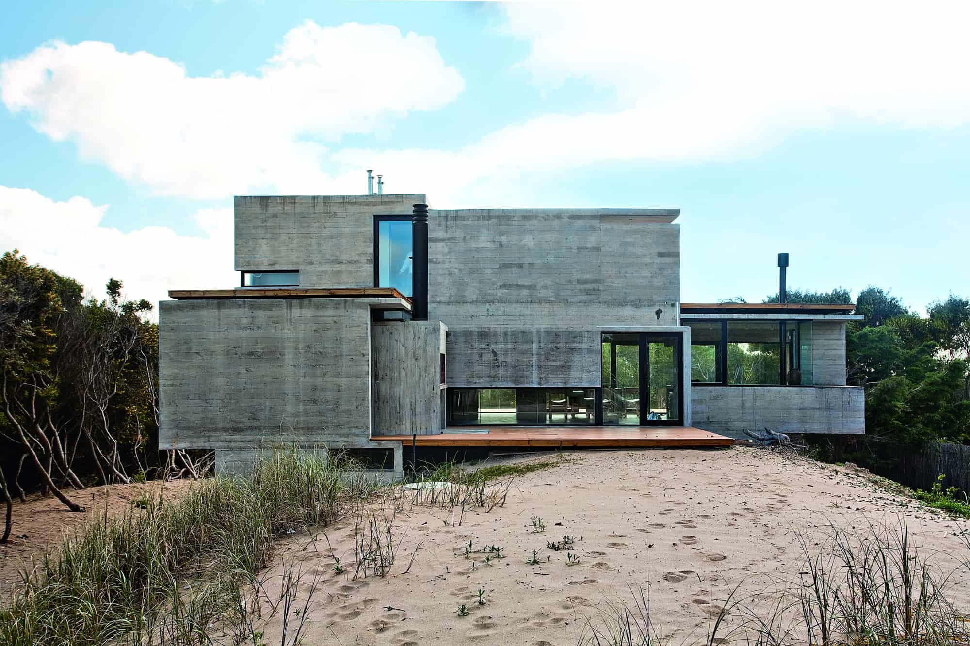 Bare concrete beach house for Precast concrete home designs