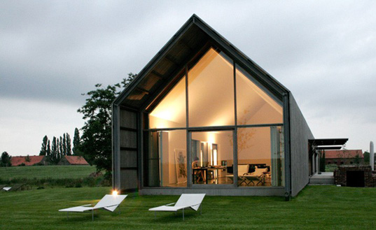 barn house 1 Sustainable Reclaimed Barn House in Belgium