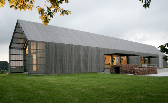 barn house 2 Sustainable Reclaimed Barn House in Belgium