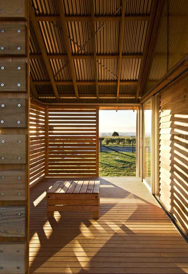 bay-house-design-wood-mountains-coastline-4.jpg