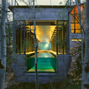 Luxury Mountain Home for Sale in Park City, Utah – the pool continues into the forest …
