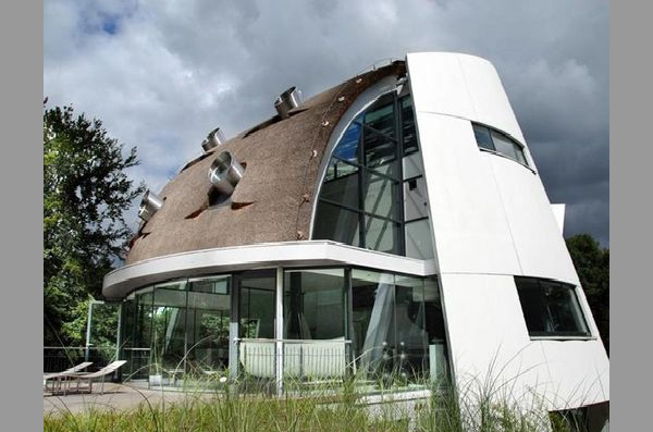 Futuristic Home Design by Factor Architecture, Netherlands