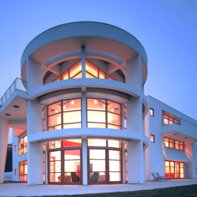 Modern Contemporary House in Belair, California – Resort-Inspired Design
