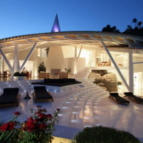 Bird House in Mallorca with wings and luxury decks