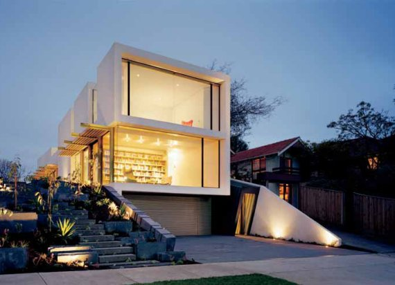 Contemporary Gallery-Style Wrap House in Melbourne Suburb