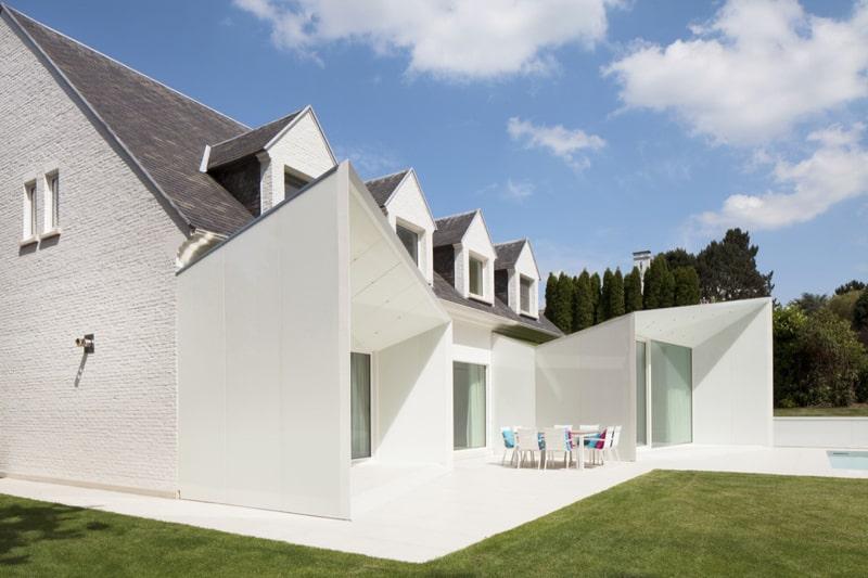 view in gallery blackandwhitebelgiumhousewithmodernsculptural home white c30 white