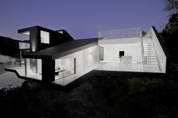 Black and White House Design Proves Opposites Attract