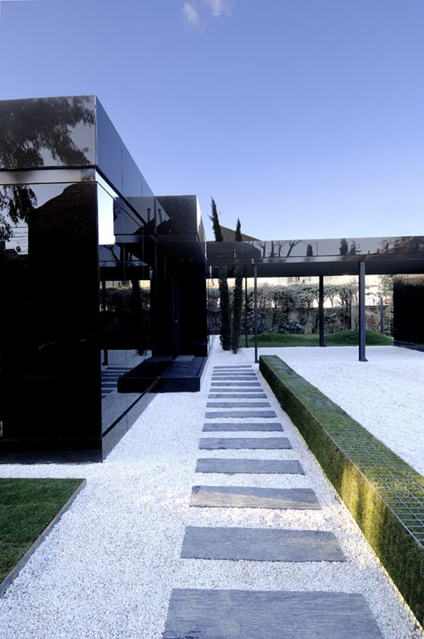black-glass-house-design-a-cero-2.jpg
